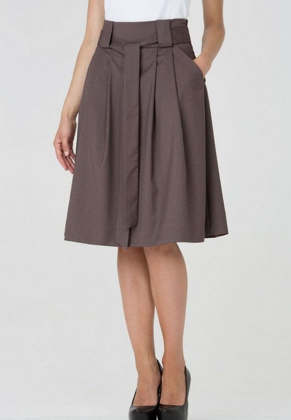 light brown pleated skirt with beltsimple with by