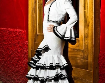 Flamenco in white damask dress