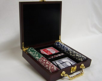 Personalized Poker Gift Set Perfect for that Special Someone or a Wedding Gift , Groomsmen and Bridesmaids
