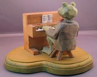Frog at the piano