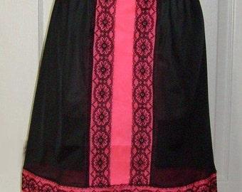 """Vintage Vivid Pink & Black Lace Taffeta Half Slip - Waist 19-39"""" - M/L Medium Large"""