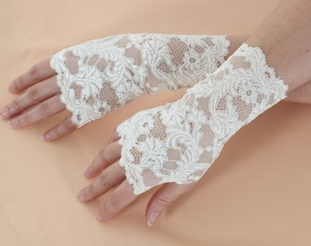 Ivory Lace Fingerless Gloves | Short Romantic Fingerless Gloves| Fingerless |Wedding Bridal Bohemian Romantic Gloves |