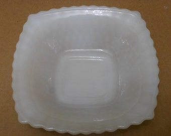 VGC  Vintage-Federal-Glass-Co-Milk-White-6-1/4-Square-Diamond-Quilt-Pattern-Dish