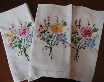 Vintage Hand Embroidered Floral Linen Hand Towels, Linen Hand Towels, Three Hand Towels, Vintage Linens, Hand Embroidery