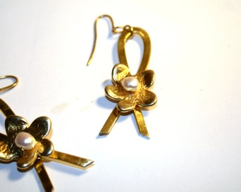 Flower earrings with gold plated silver hooks and pearls