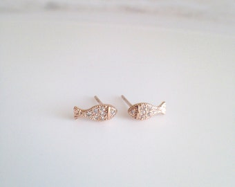 Tiny Goldfish stud earrings, minimalist earrings, small and simple silver earrings, Everyday Earrings, JEW004007