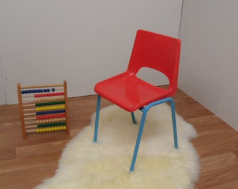 Adorable maternal Chair 70's ready to be adopted for a new life. Wear vintage.