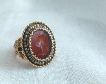 Anello borbonico oro 9 kt sigillo corniola con 37 perle e 2 bottoni corniola