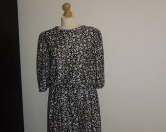 Vintage patterned dress size 14