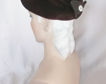 1950s Vintage Brown Velvet Hat with Pearlized Button Back