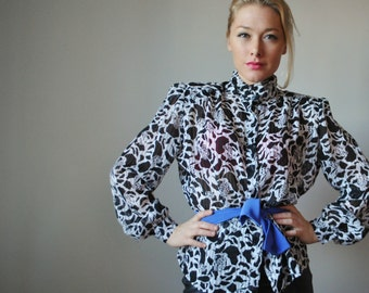 1980s Black & White Floral Blouse, size Extra Small to Small