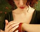 SUNSET Beaded Coil Bracelet, Memory wire Bangle, Yellow Orange Red Glass Bead Bracelet, Elegant and Modern Cuff, Boho Chic Jewelry