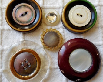 6 Mother of Pearl Embellished Buttons