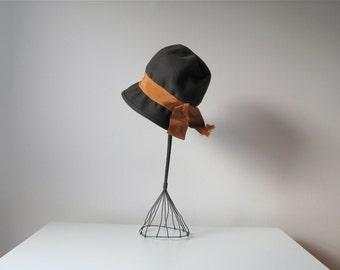 vintage 1960s hat / 60s cloche hat