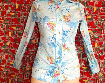 Fun vintage 60's 70s colorful butterflies pale blue green pink yellow confetti paint splashes women fitted psyche shirt blouse - S / M