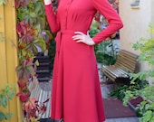 30s style dress in red rayon with flared skirt, long sleeves and buttons, size 6
