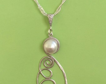 Silver Design and Pearl Necklace