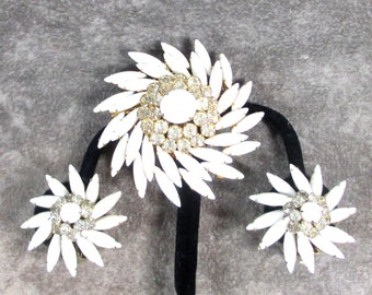 Gorgeous Judy Lee Demi Parure, Vintage Judy Lee White Milk Glass, Pin Wheel Brooch and Earrings, Clear Rhinestone Star burst, Excellent