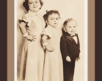 Three Del Rios of Madrid, Spain- 1930s Vintage Photograph- Siblings Sideshow Act- World's Smallest Midget Family- Freak Show- Paper Ephemera