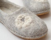 Felt slippers gray white with knit flower rubber soles - women slippers of natural wool, knit beaded flower