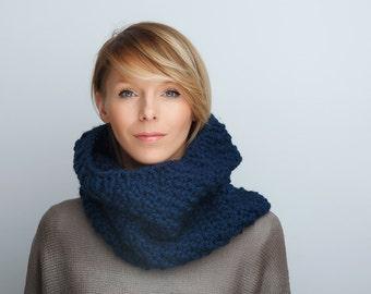 Circle Scarf Knit scarf Cowl Scarf Neckwarmer Womens scarf Chunky Knit Textured Cowl Cozy Neckwarmer Blue Navy Scarf Winter scarf