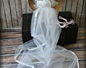 White-western-bridal-wedding-cowgirl-hat-cowboy-western wedding-cake topper-boots-bachelorette-party-boots-bride-country-hat and veil-formal