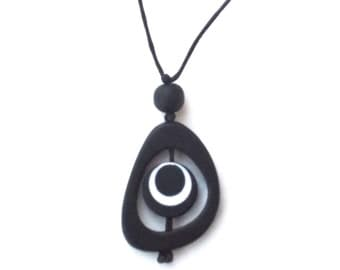Nursing Necklace Breastfeeding Jewelry - Spinning Disc Pendant - Monochrome - High Contrast - Black and White