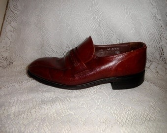 Vintage 1960s Men's Brown Leather Loafers Slip Ons by Roblee Size 9 1/2 D/B Only 7 USD