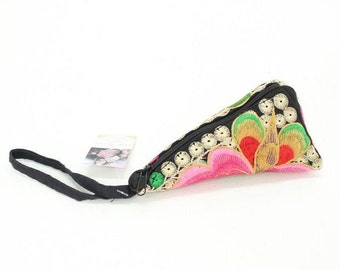 Triangle Coin Purse With Embroidered Hill Tribe Pattern Fabric Thailand (BG6156.1M52)