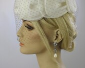 1950's Ladies Cocktail Hat with Veil // Bridal Hat // Hudson's Bay Company // Ivory Wedding Hat with Russian Lace