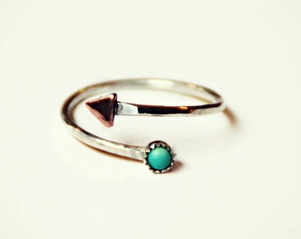 sterling silver triangle ring with turquoise stone, hammered ring, geometric ring, arrow ring, triangle jewelry