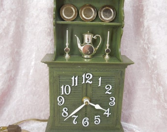 Kitchen Clock Green Cupboard with Dishes Spartus Made in USA Plastic Novelty Vintage Electric