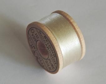 Vintage Belding Corticelli Silk Buttonhole Silk Twist Thread Size D 10 Yd. Wooden Spool Shade 2300 Cream Color
