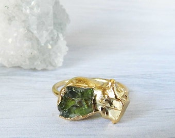 Apatite ring - Green apatite - Gold dipped - Green ring - Gold nugget - Skinny band