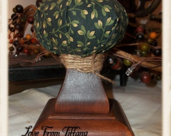 Small Colonial Primitive Pinkeep - Wood Base/Green
