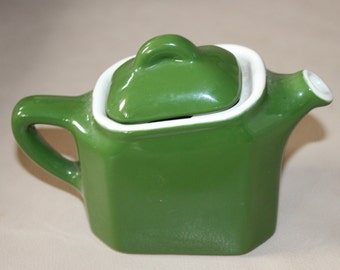 Tiny Square apple green teapot. Broken top but cannot be seen. Made in USA ~4-5x2