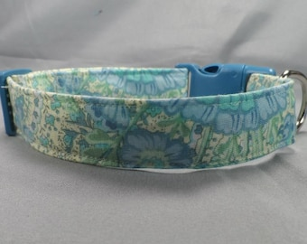 Light Green and Elegant Blue Flowers Dog Collar