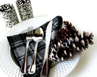 Vintage 80s Set of 6 Black & Grey Plaid Wool Blend Dinner Napkins // Winter Rustic Cabin Decor / Shabby Chic