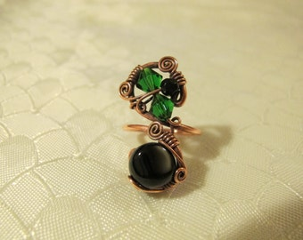 Black and Green Ring. Handmade Ring set with Black and Green Glass Beads. Copper Wire Wrapped Ring. Unique Design. Spiral.