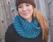 Chunky Button Tuque - Brown and Teal