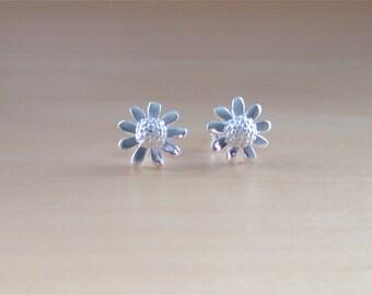 925 Silver Daisy Stud Earrings/Flower Stud Earrings/Sterling Silver Daisy Earrings/925 Flower Jewelery/Flower Jewellery/Silver Daisy Jewelry