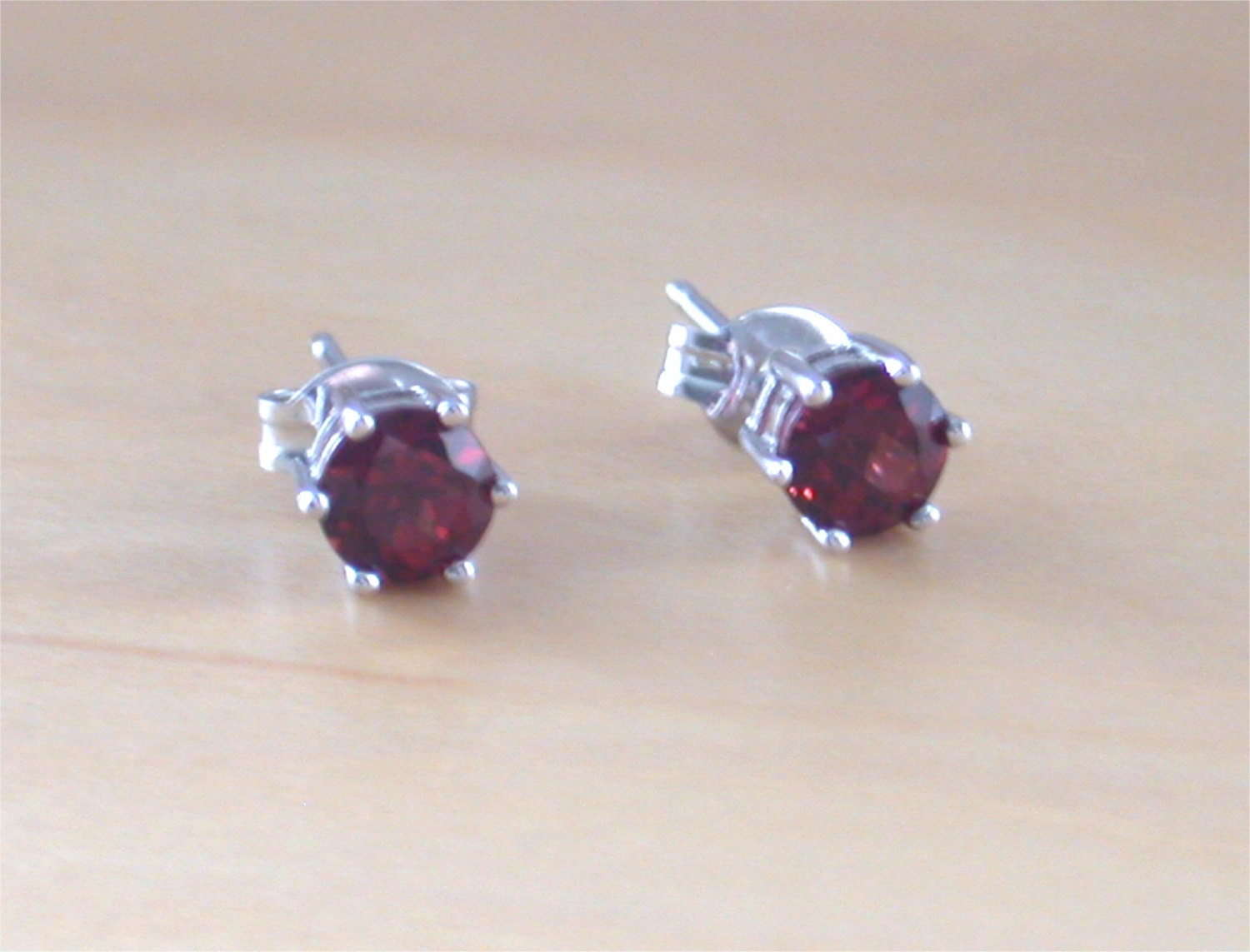 925 garnet stud earrings sterling silver garnet