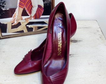 1960's Cranberry Fan Pin Up Pumps by Naturalizer, Size 7, Vintage Rockabilly / Hipster Fuchsia Heels, Leather 60's Shoes, Kitten Heels