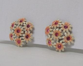 Vintage Earrings small 1950s Flower Bouquet Clip on Earrings