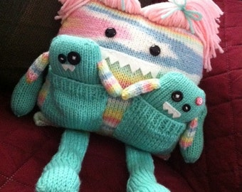 Mommy Monster Knitted, Babies in Her Pockets