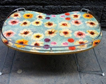 Vintage folding tray with flowers from the 60's