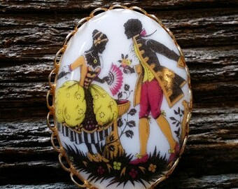 Vintage Mid Century Courting Colonial Couple Brooch/Pin
