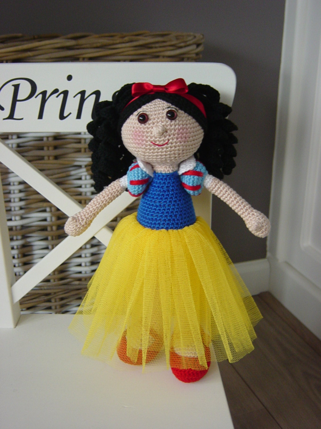 Free Crochet Pattern For Snow White Dress : Snow White crochet pattern