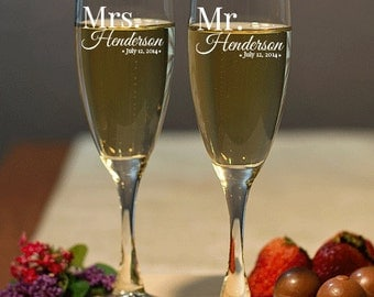 Wedding Champagne Flutes - Mr & Mrs Set - Personalized Champagne Flutes, Wedding Toasting Flutes, Personalized Champagne Glasses Engraved