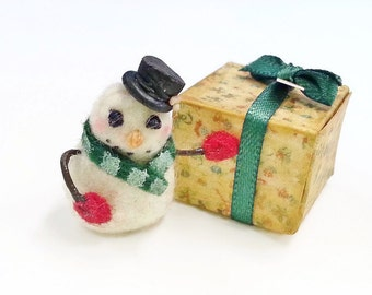 Miniature snowman scale one inch / 1:12 dollhouse miniatures snowman / Christmas miniatures / Dollhouse Christmas felted snowman miniature